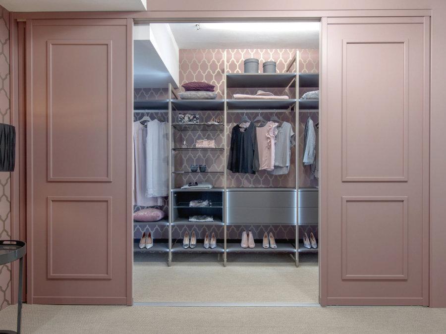 Begehbarer kleiderschrank luxus frau  Der Schrank nach Mass - ANKLEIDE